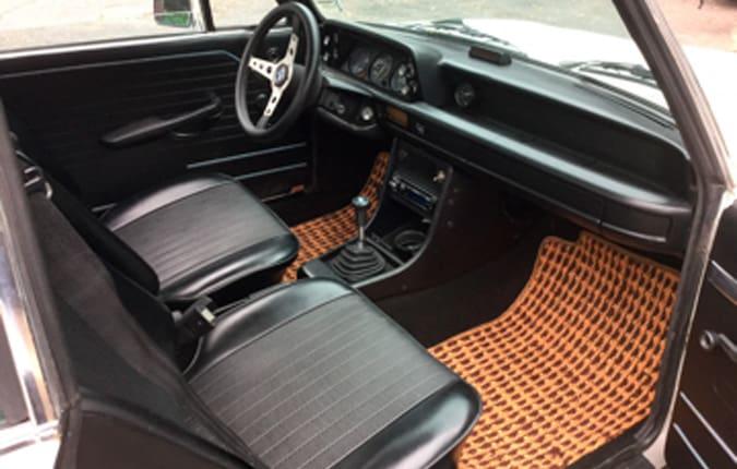 bmw-2002-tii-1971-interior-usa-importen