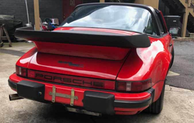 porsche-911-1982-roed-bagfra-usa-importen