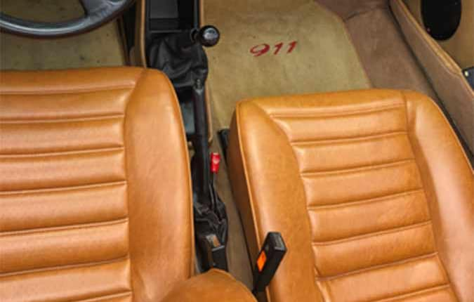 porsche-911-1982-roed-interioer-usa-importen