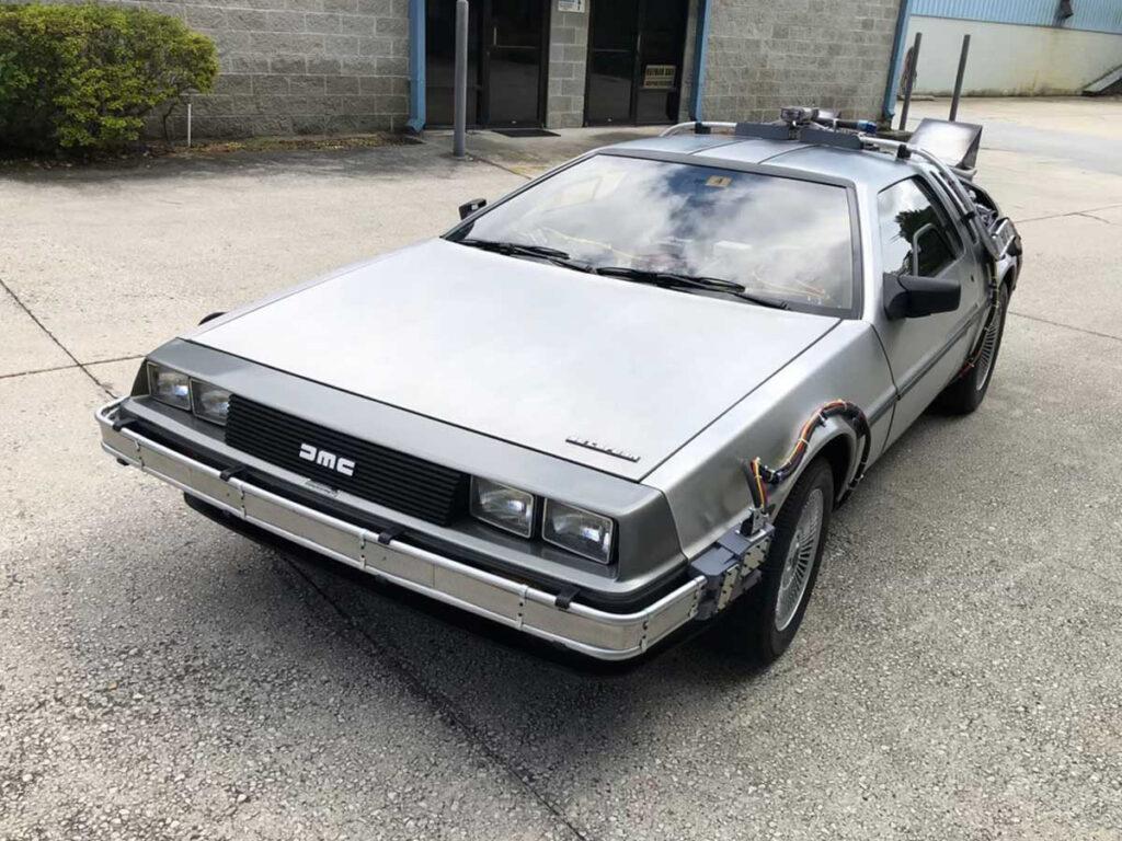 """Denne DeLorean DMC 12 er af eksperter vurderet til at være den absolut bedste kopi af bilen fra filmen """"Tilbage til fremtiden""""."""